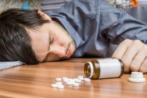 Для отравления наркотиками характерно